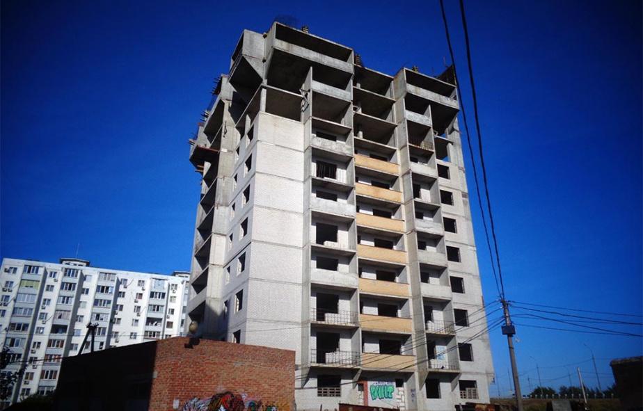 В Батайске начали достраивать дом обманутых дольщиков на СЖМ, 16